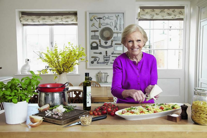 Mary Berry Cooks Ep.4 For a Crowd
