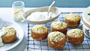 Mini apple and almond cakes