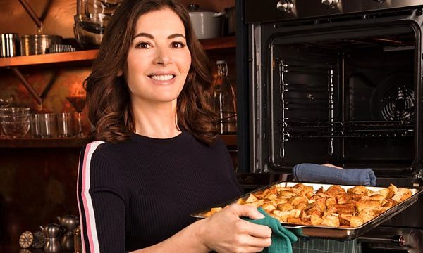 Simply Nigella - Christmas recipes - stress-free festive cooking