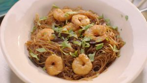Thai noodles with cinnamon and prawns