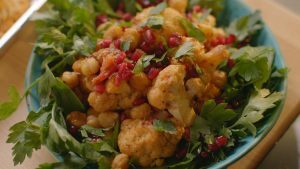 Spiced cauliflower and chickpea salad
