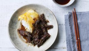 Chilli beef with sticky rice omelette
