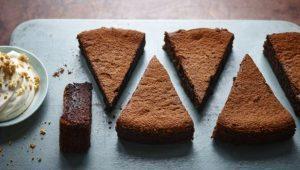 Sunken chocolate amaretto cake with crumbled amaretti cream