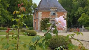 Read more about the article Gardens Near and Far episode 15 – Courances