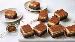Cheesecake brownies with nutty caramel
