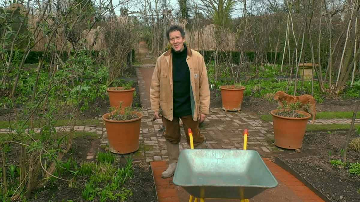 Gardeners' World 2021 episode 1