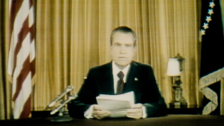 You are currently viewing Watergate episode 1